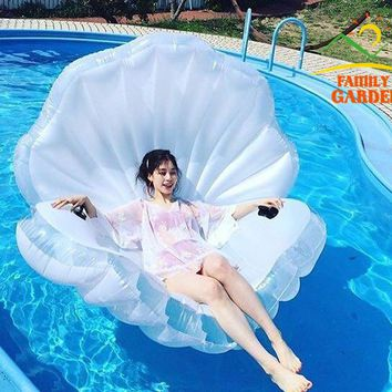 2018 New Design Inflatable White Shell Floating Mattress Lounger With Hander Decoration Pearl And White Ball