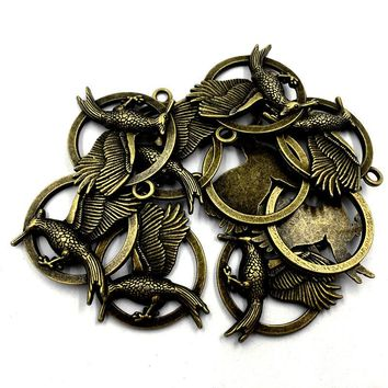 10Pcs Antique Bronze Tone Long Mouth Bird Hawk Fly in the Ring Anima Metal Pendants For Necklaces DIY Jewelry Charms 33mm