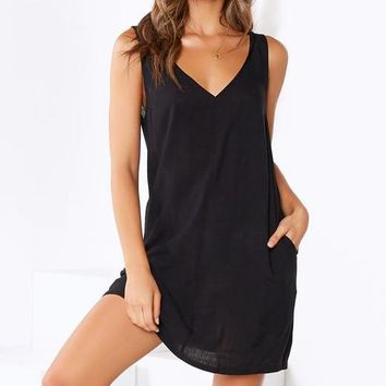 New women's sexy V-neck halter sleeveless solid color dress Black