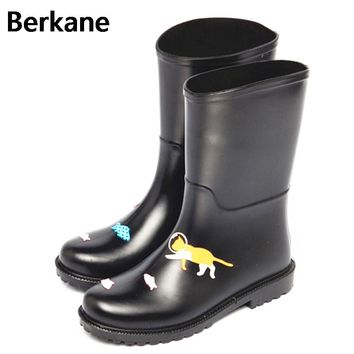 PVC Rain Boots Women Waterproof Cartoon Cat Gummistiefel Rubber Ankle Fashion Female Water Shoes 2017 Rainboots Wellies Soft