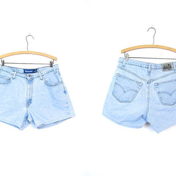 Levis 90s Jean Shorts Light Blue Relaxed Waist SILVER TAB LEVIS Denim Shorts Mom Jeans Worn In Denim Womens Size Large 35 Inch Waist
