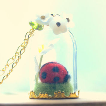 Terrarium necklace, ladybug jewelry, needle felted ladybug in glass dome necklace, ladybug flower pendant, whimsical jewelry, gift under 20