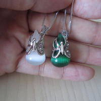 White and emerald green cats eye necklace, silver necklace,opal gourd,  hollow butterflies, a very interesting combination of creative,