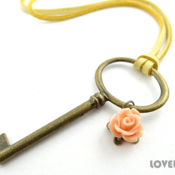 Antique Key Necklace - Large Skeleton Key Necklace Pendant - Chick Cozy Rustic Wedding Gift Bridesmaid Necklace - Unique Handmade Jewelry