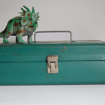 Vintage Tool Box, Green Metal Tool Box, Victor Industrial Decor, Rusty, Chippy Shabby Tackle Box
