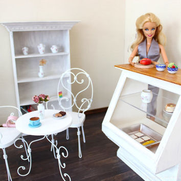 1/6 scale Showcase/Food display cabinet for dolls (Blythe, Barbie, BJD, Momoko). Shabby Chic style