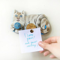 Playing Cat Magnet, home decor, kitchen decor, mini organizer, place for notes, upcycled, funny decor, handpainted