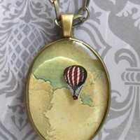 Vintage floating red and white striped hot air balloon resin pendant NECKLACE in ANTIQUE BRASS