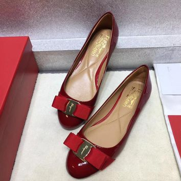 Ferragamo Ferragamo flat shoes in high heels ribbon bow patent leather cowhide shallow mouth round head shoes red Heel height 0.6cm