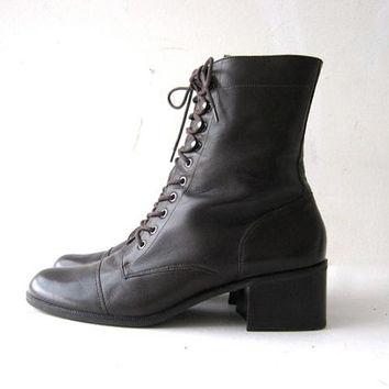 STOREWIDE SALE. 90s brown leather ankle boots. tall boots. granny boots.