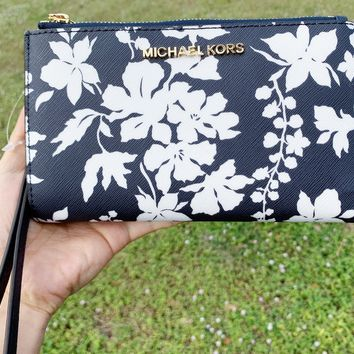 Michael Kors Jet Set Double Zip Wristlet Phone Wallet Navy Blue White Floral