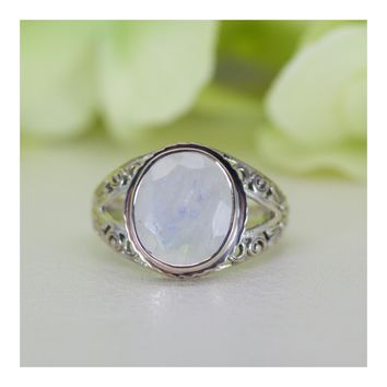 Vintage Design Naturally Glowing Moonstone Ring in Sterling Sliver