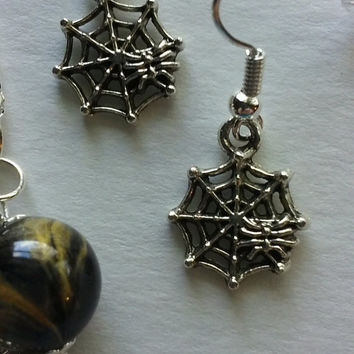 TEARDROP SPIDERWEB JEWELRY Set Necklace Pendant With 2 Pair Fishhook Earrings Black Gold Swirl Detail Round Bead Small Spiderweb Charm Drops