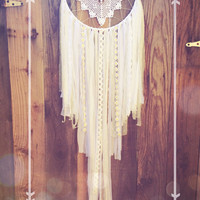 Big Daisy White Heart Crochet Doily Shabby Chic Boho Gypsy Dreamcatcher // Baby Nursery Decor // Home Decor // Wall Hanging // Wedding Decor