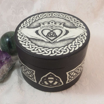 Celtic Claddagh Round Box / Wedding Handfasting Ring Bearer Box / Wicca Pagan Medieval Jewelry Box / Engagement Ring Box / Crystal Storage