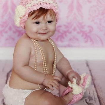 Crochet Baby Hat and Booties Set - Sweet and Fashionable Hat and Booties