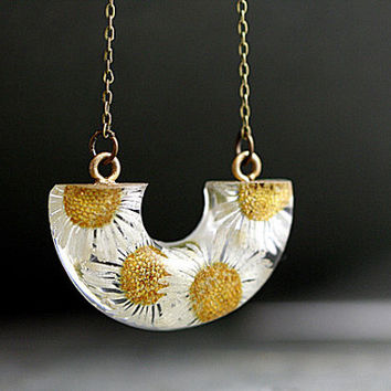 NEW: Real Daisy Flowers Necklace. Real flowers in eco-friendly resin, bronze necklace. Nature jewelry for her.