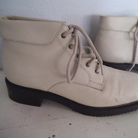 Vintage Cream White Pixie Granny boots ~Jennifer Moore 6 1/2 M ~ Roll Top Lace Up
