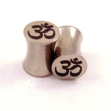 "Om Symbol Stainless Steel Plugs - Double Flared - 2g 0g 00g 7/16"" (11 mm) 1/2"" (13mm) 9/16"" (14mm) 5/8"" (16mm) Ohm Metal Gauges"