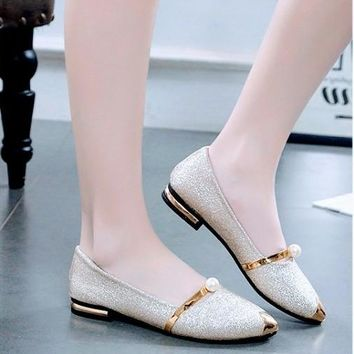 Pointy Flat-Bottomed Shoes