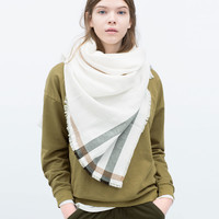 Mixed plain and striped scarf