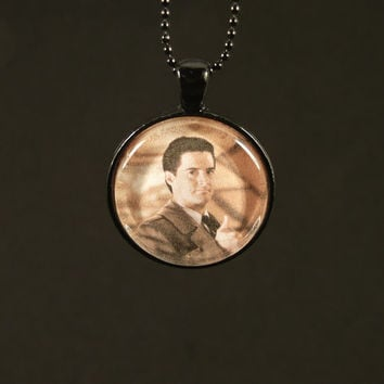 Agent Cooper Necklace - Twin Peaks - Thumbs Up - Photo Jewelry