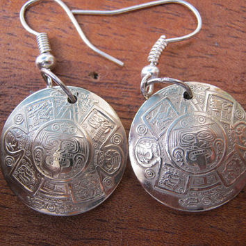 SILVER COINS Aztec Calendar Earrings por InterlockingQuarters