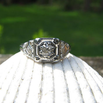 Pretty Art Deco 18K and 14K White Gold Diamond Engagement Ring - Old Mine Cut Diamond - Nice Details