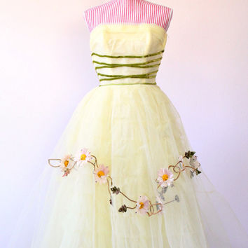 1950s Dress / VINTAGE / Prom / Cupcake / Tulle / Yellow / Green / Corset / Flower Trim / WOW