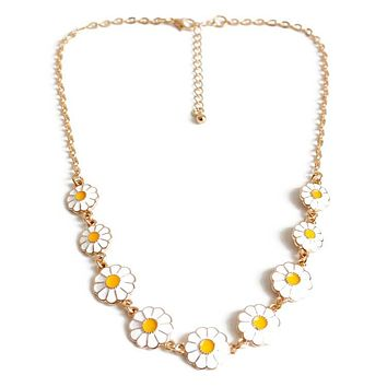 JORDON - Daisy Charm Necklace