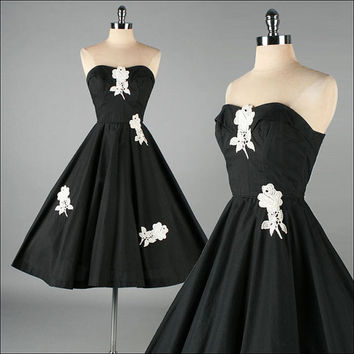 Vintage 1950s Dress . Black Cotton . Lace . Full Skirt . Strapless . XS S . 2957