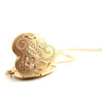 Vintage 12k Locket Yellow Gold Filled Flower Heart Necklace Flower Etched 1940s Jewelry b3