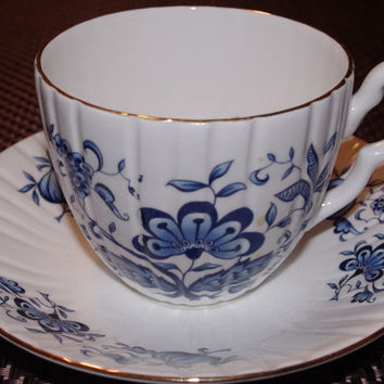 Vintage Royal Sutherland Fine Bone China Tea Cup and Saucer Set - Made in England