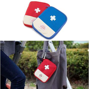 Outdoor Hiking Climbing Gfirst Aid Emergency Medical Survival Kit Bag Wrap Gear Bag to Hunt Small Travel Medicine Kit