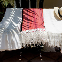 Linen Throws Trimmed With Lace   Stone Cold Fox