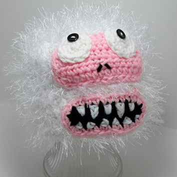 Crochet snowman hat. abominable snowman inspired.   Made by Bead Gs on Etsy. size 1 to 3 years