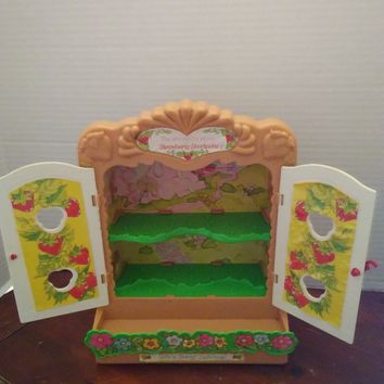 vintage strawberry shortcake miniature mini display case shelf