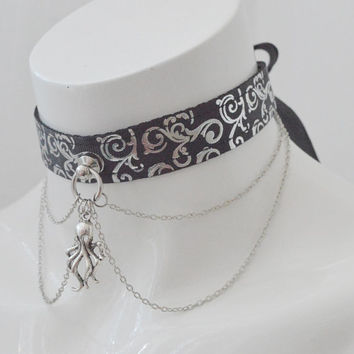 Elder God cultist - black and silver victorian gothic halloween witch collar with cthulhu pendant