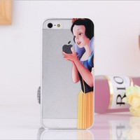 Disney Princess Eating Holding Apple Logo Iphone Case Snow White  Clear Transparent Case For Apple iPhone 5 5S (Snow White)