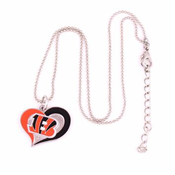 Hot sale 1pcs swirl heart shaped enamel single-sided Cincinnati Bengals Hockey team Logo charm with popcorn chain sport Necklace