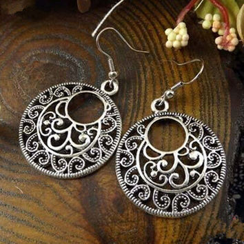 2016 New Boho Vintage Tibetan Silver Round Ear Hook Tribal Earrings Retro Big Flower Long Hanging Earrings Statement Jewelry