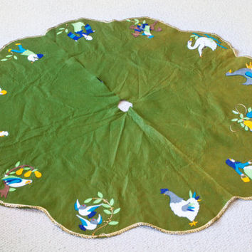 Kitschy Handmade Christmas Tree Skirt, Felt Art 12 Days of Christmas Tree Skirt in Green, Christmas in July