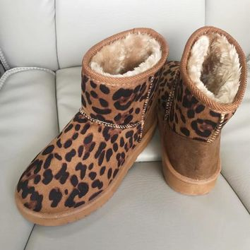 2018 Winter New Female Snow Boots Cotton Shoes Low Tube Round Head Classic Leopard Print Women Boots with Fur Outdoor Warm Shoes