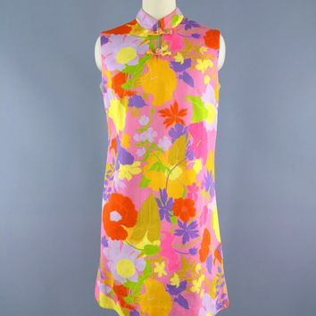 1960s Vintage Pink Hawaiian Print Shift Dress