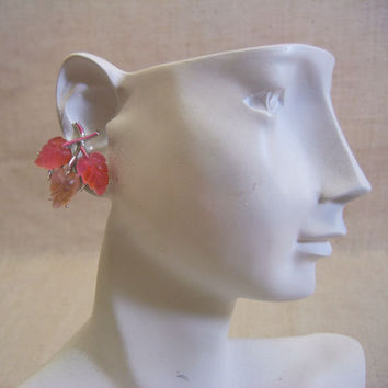 Vintage STAR Brand 1960s Molded Pink Plastic Leaf Clip Earrings