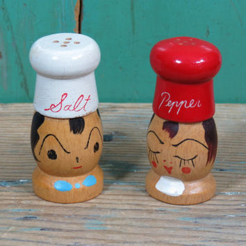 Wooden Chef Couple Salt & Pepper Shakers . Vintage Kitsch . Japan . Painted Wood . Circa 1950s