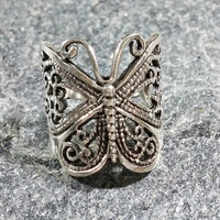 Vintage Butterfly Ring Sterling Silver Wide Lots of Lovely and Intricate Detail and Definition Filigree Setting Ladies Rings Size 5.5 Nice!