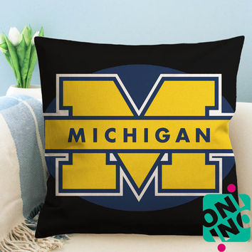 Michigan Wolverines Zippered Pillow Case, Cushion Case, Pillow case