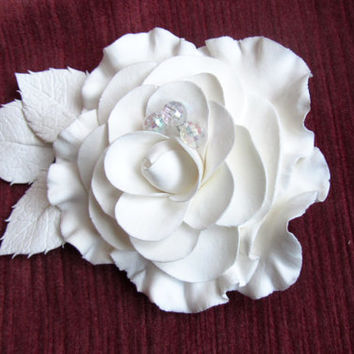 Clip brooch. camellia White Flower Hair Clip. Bridal Hair Accessory. Bridal flower. white wedding flower, bridesmaid accessories