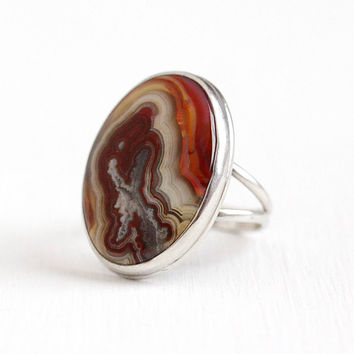 Vintage Sterling Silver Banded Agate Gem Ring - Size 7 1/2 Retro 1970s Red & White Color Swirl Oval Genuine Gemstone Statement Jewelry
